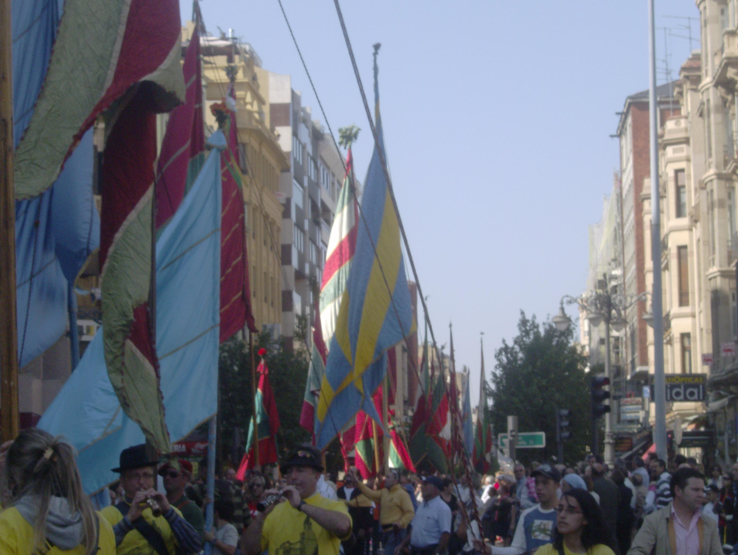 Los pendones en La Calle Ancha.