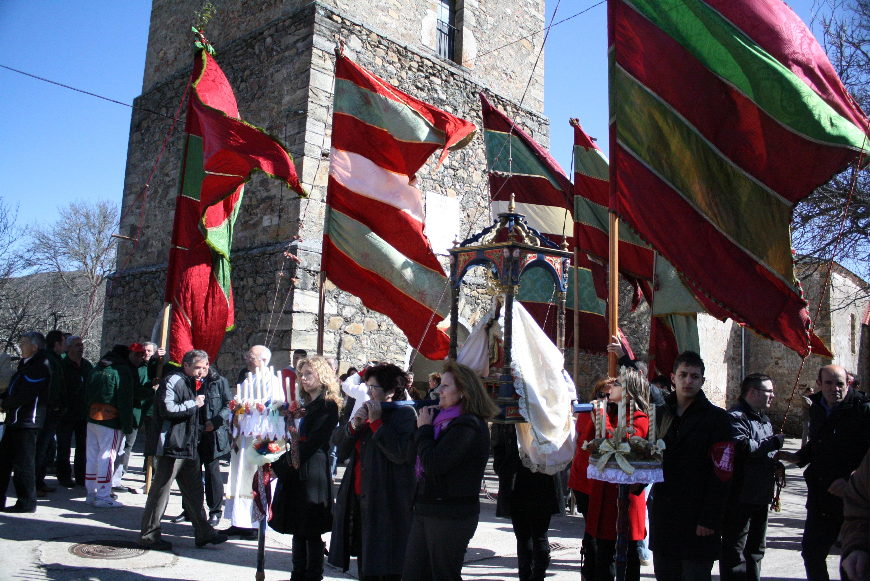 """La Virgen de las Angustias a la entrada de la """"Catedral de  las Omañas"""""""