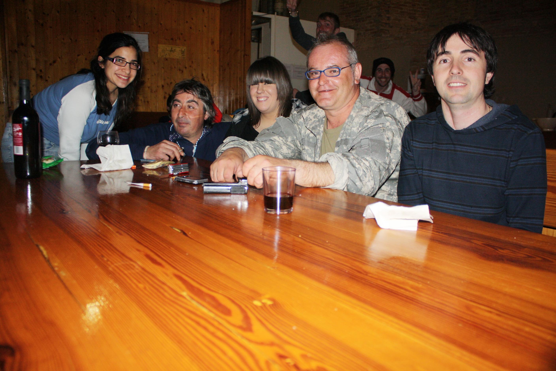 Fotografía de Ana, Javi y yo con Pedro y Eugenio