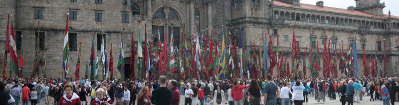 Los pendones que asistieron a la etapa de Santiago de Compostela