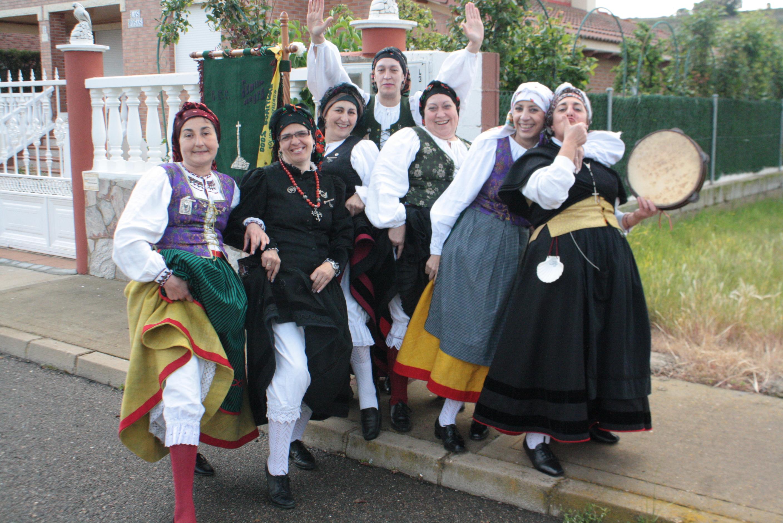 Las componentes del grupo de baile de Trobajo del Camino